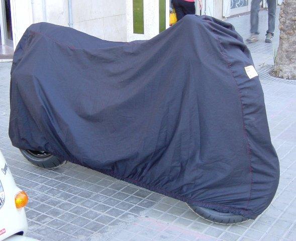 Fabricante de fundas exclusivas para moto y coche de calidad ademas otros servicios para tus vehículos, homologaciones, gestiones en trafico.